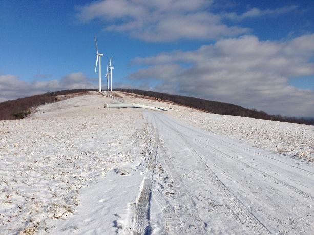 Wind-turbine-falls-2