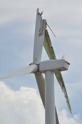 One of the broken GE turbines at the Prairie Breeze wind farm. Photo courtesy of The Elgin Review.