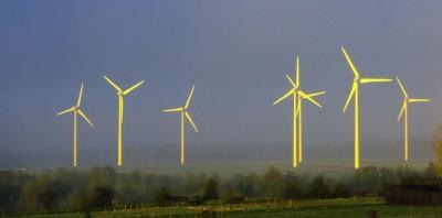 Des éoliennes, à Lisbourg, dans le Pas-de-Calais, le 4 mars 2014. (AFP PHOTO PHILIPPE HUGUEN)