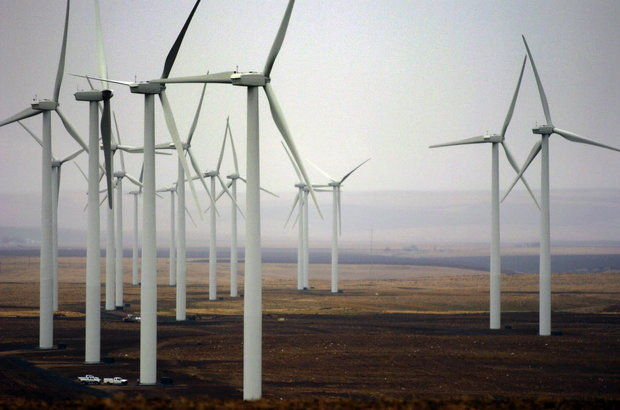 PacifiCorp owns or buys the power from 13 wind farms across three states, including these turbines at Leaning Jupiter Wind Farm, just south of Arlington. (The Oregonian/Olivia Bucks)
