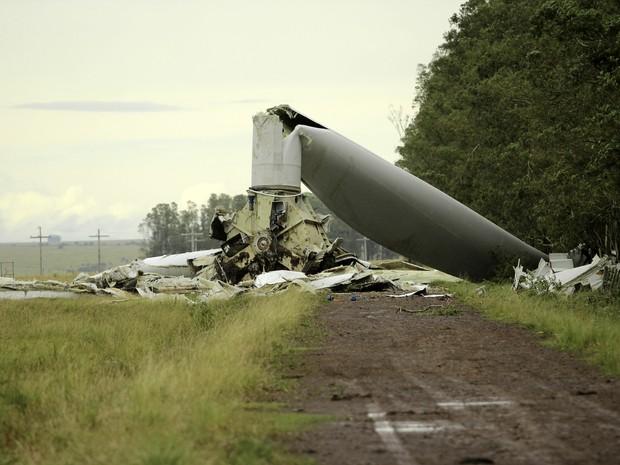 Torre de energia caiu em Santana do Livramento (Foto: Fabian Ribeiro/Raw Image/Estadão Conteúdo)