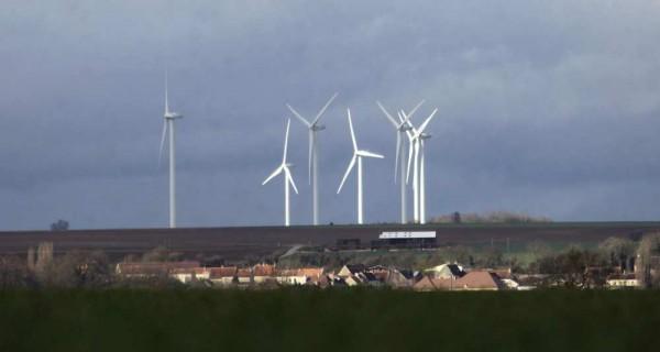 Le Sénat veut fixer à 1.000 mètres la distance entre éoliennes et habitations. - AFP