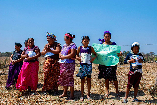 Community women demonstrate against the wind projects on their ancestral land. (Photo: Santiago Navarro F.)