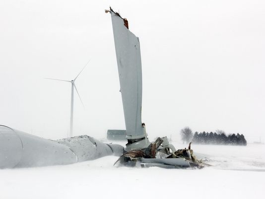 A nearly 400-foot, 485,000-pound wind turbine has fallen down on a farm field at the site of the state's first utility-scale wind project, Thursday, Feb. 25, 2016, in Oliver Township, Michigan. (Photo: Seth Stapleton / AP)